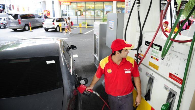 En medio de la incertidumbre económica, aumentan los combustibles