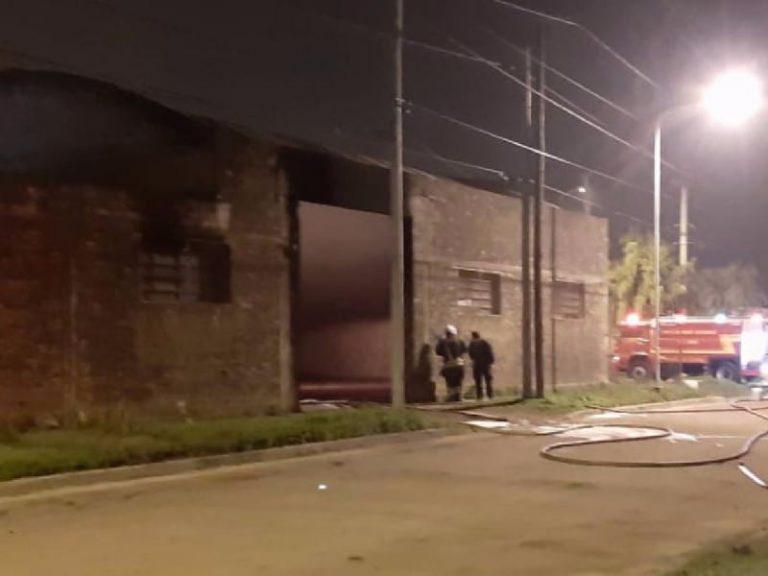 Fumaba, manipuló una cisterna de gasoil y casi se quema vivo
