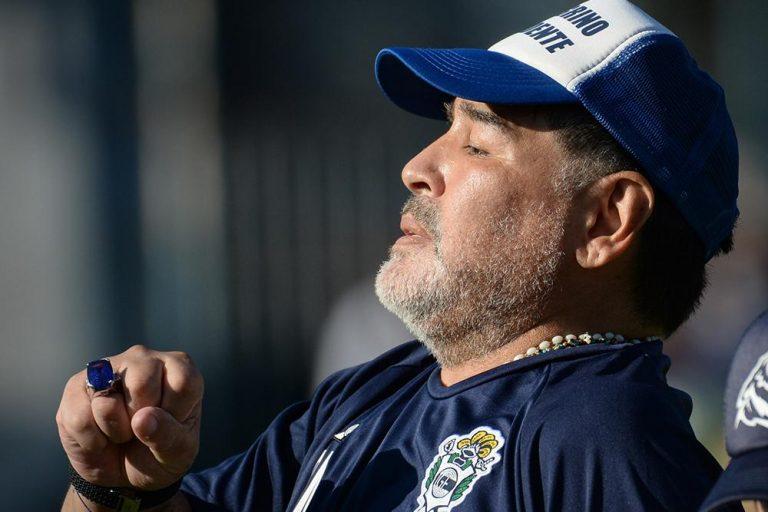 A los 60 años, murió Diego Armando Maradona tras sufrir un paro